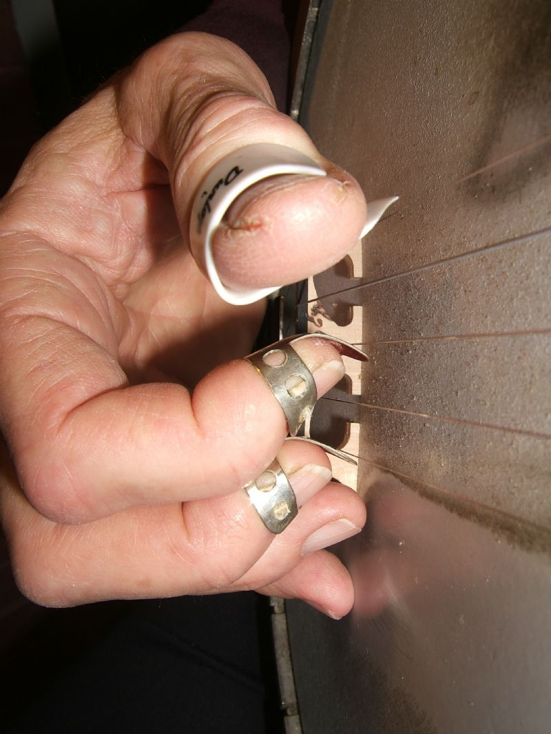 How to finger wear picks for banjo