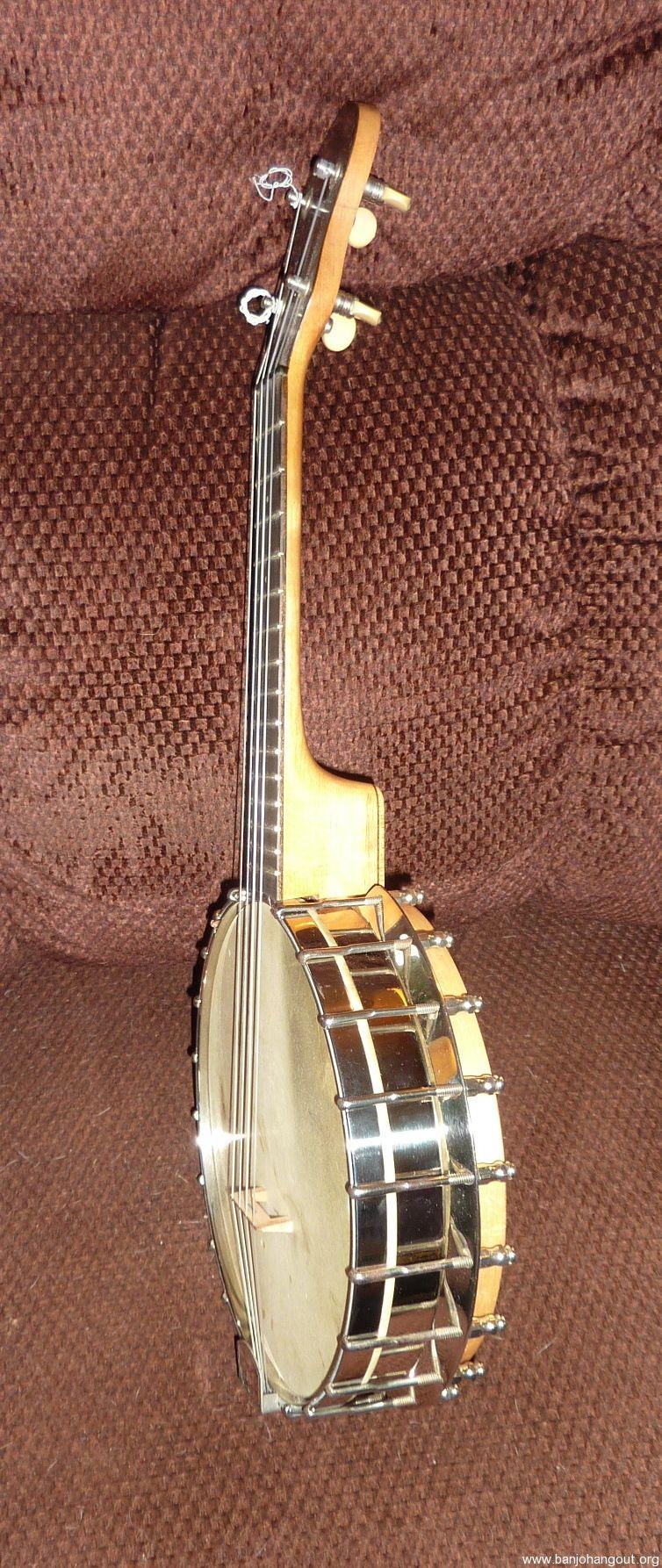 epiphone banjo ukulele uke with hard shell case great condition used banjo for sale at. Black Bedroom Furniture Sets. Home Design Ideas