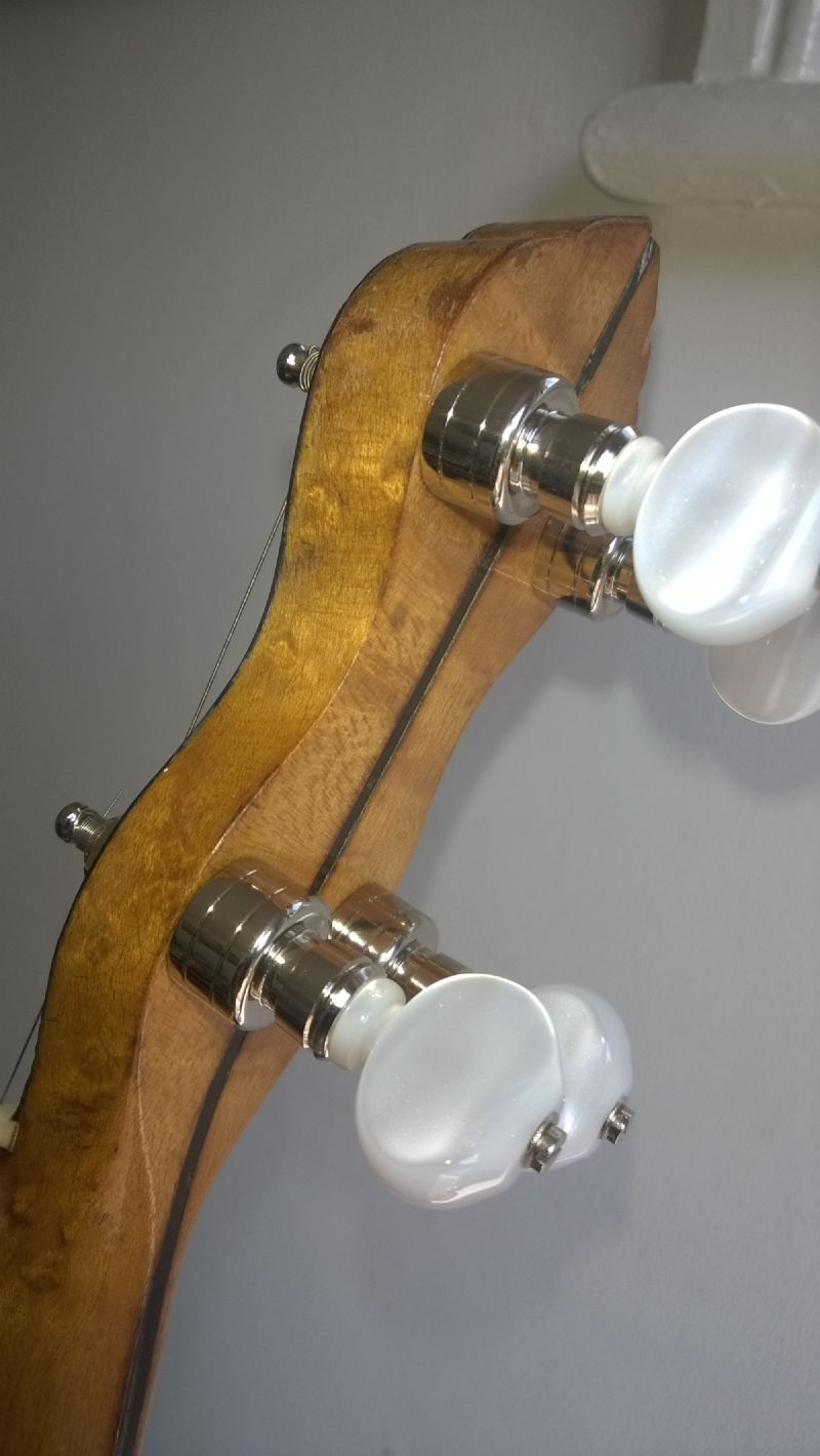 Geared tuners fitted onto banjo headstock